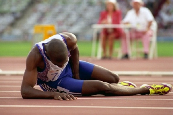 Derek Redmond (GBR) in agony after suffering injury during the Mens 400m race  DEREK REDMOND (GBR) LIES ON THE FLOOR IN AGONY AFTER AN INJURY IN THE 400M